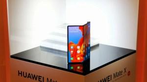 Le Huawei Mate X fourni avec sa housse de papa