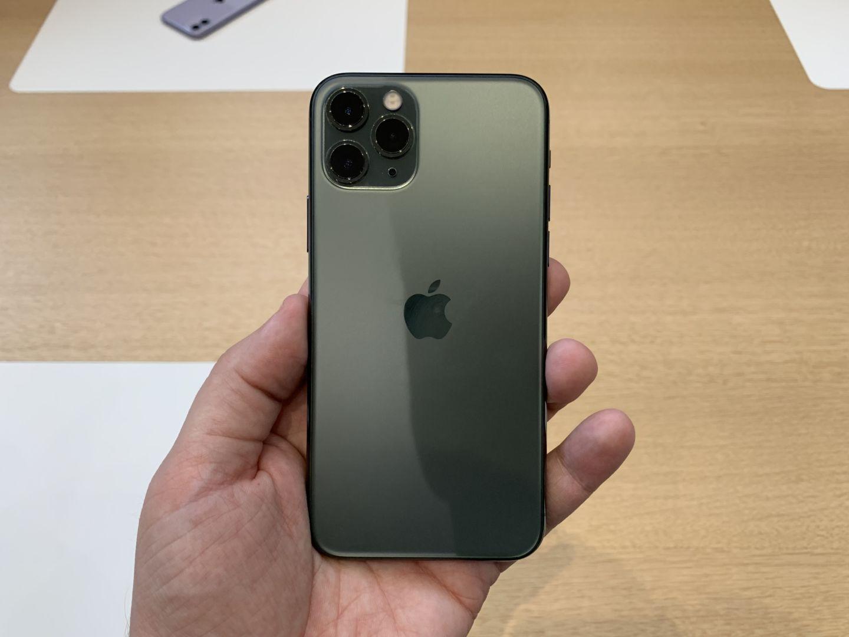 L'Apple iPhone 11 Pro aurait bien dû avoir la recharge inversée