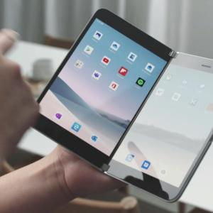 Surface Duo : le smartphone à deux écrans déjà utilisé par le responsable produit de Microsoft