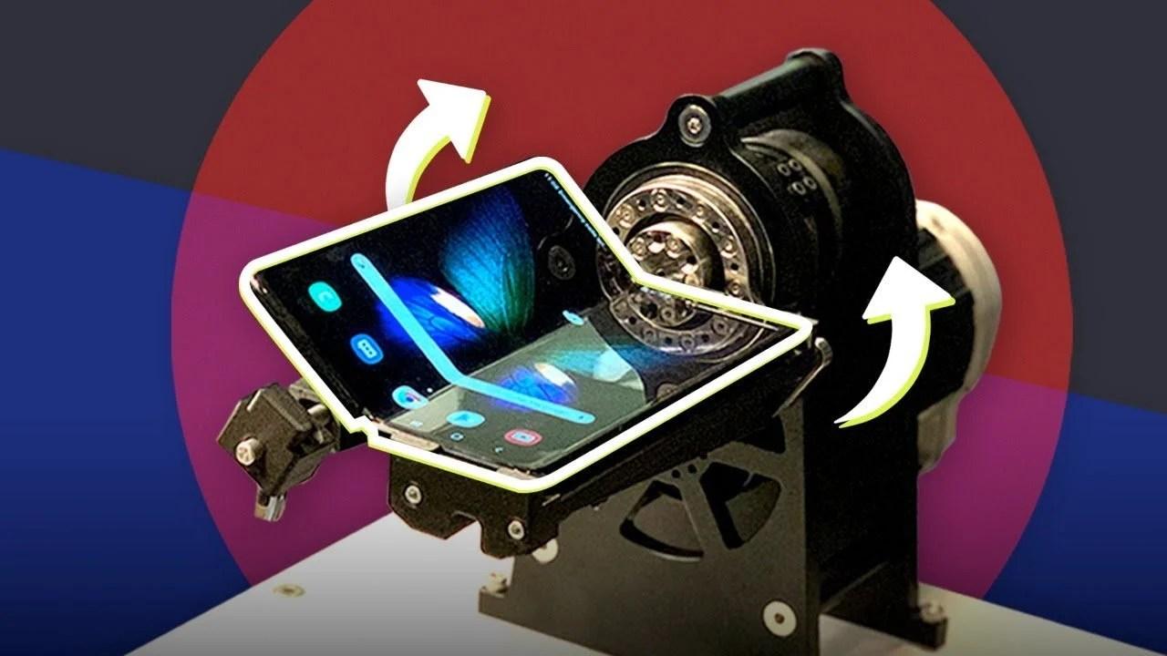 Samsung Galaxy Fold : une vidéo montre le smartphone mourir en 120 000 pliures