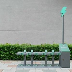 Pratiques, écologiques et économiques: les stations de recharge pour trottinettes électriques s'invitent en ville