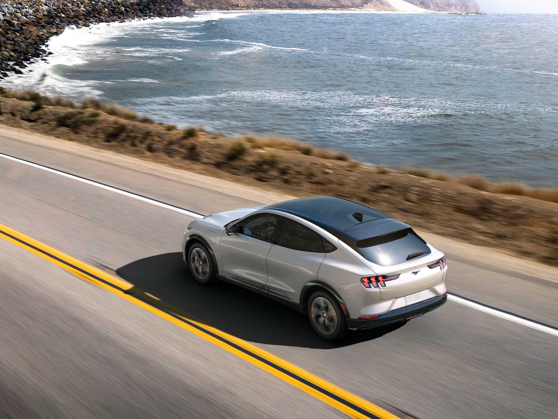 Ford imagine un cocon gonflable solaire pour recharger son véhicule électrique