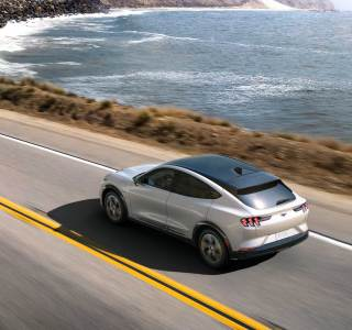 Ford Mustang Mach-E : le SUV électrique prend du galon avec une puissance de moteur bonifiée
