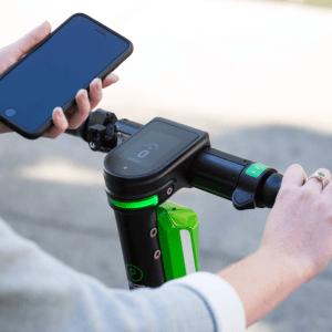 Trottinettes et vélos électriques: Lime lance un forfait illimité pour le confinement
