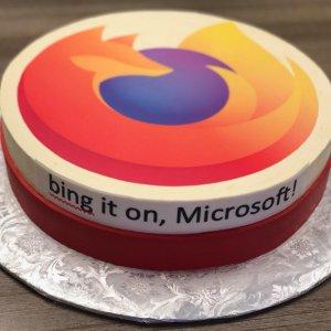 Saine concurrence: pour le lancement d'Edge, Mozilla envoie un gâteau à Microsoft