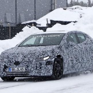 Mercedes EQE : cette future rivale de la berline Tesla Model S se montre lors d'essais hivernaux
