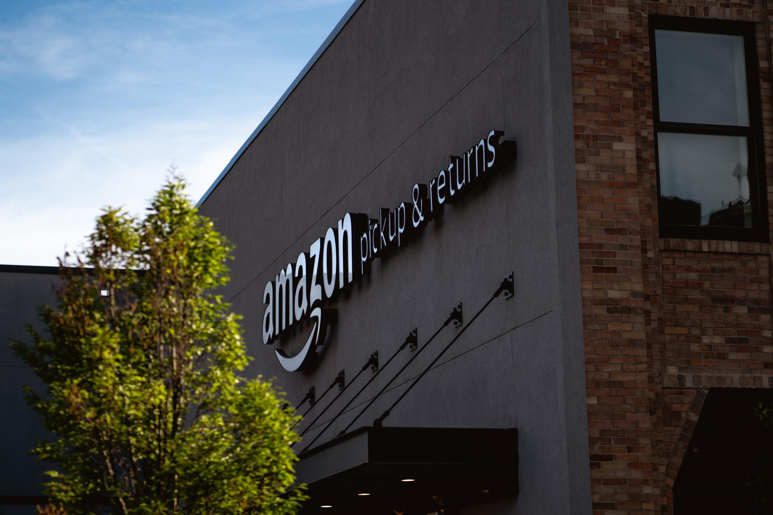 Amazon donne la priorité aux commandes de produits « essentiels » : qu'est-ce que ça signifie ?