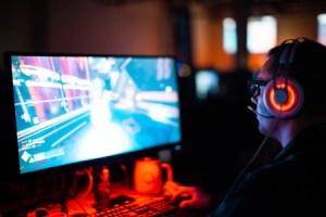 Webcam, micro, logiciel… comment se lancer dans le streaming ? On a demandé à un Pro