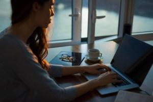 Télétravail : PC, écrans et accessoires, les indispensables pour bien travailler à la maison