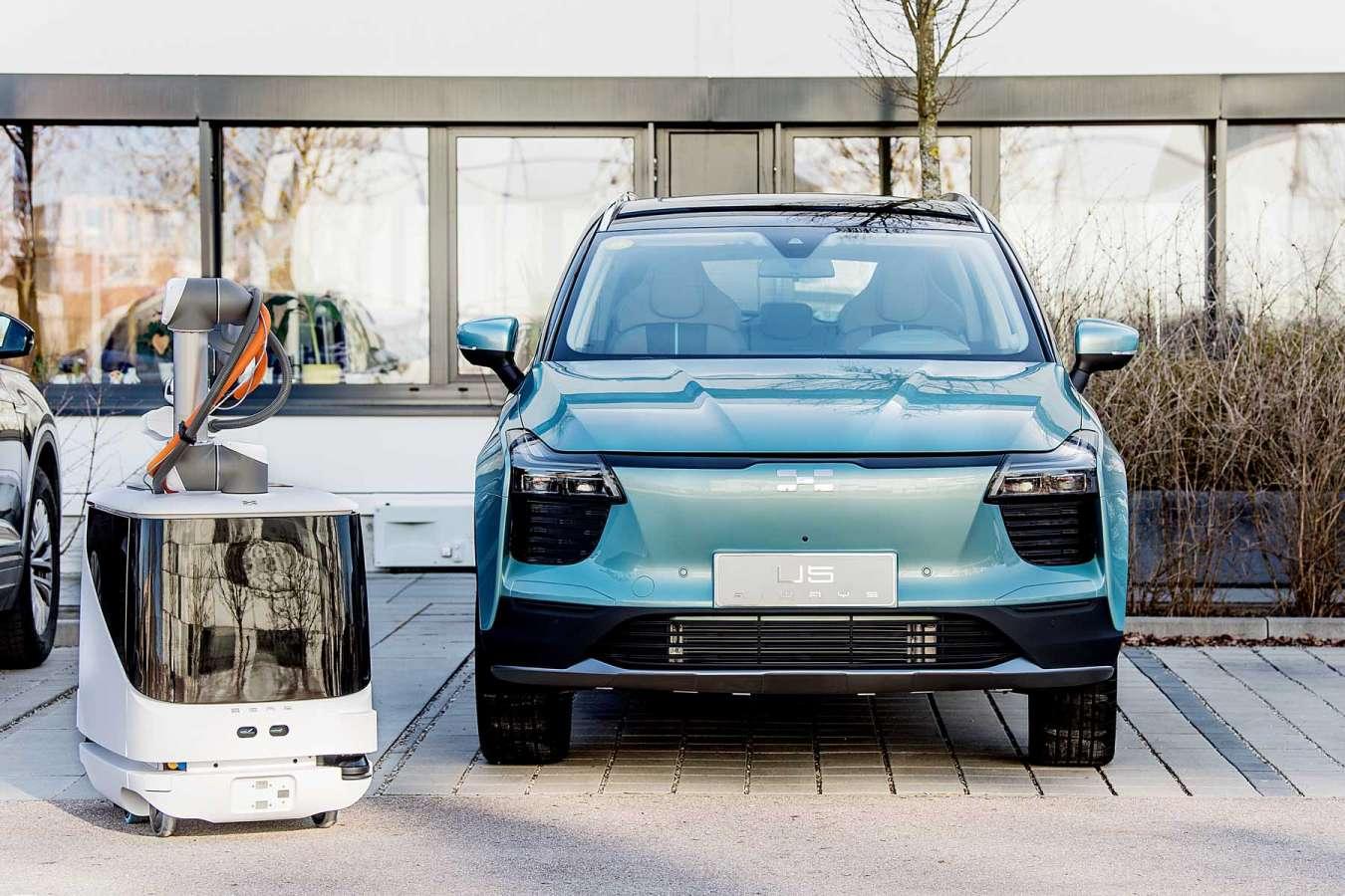Carl : le nouveau robot chargeur autonome pour voiture électrique signé Aiways