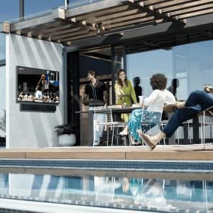 Samsung The Terrace : une TV certifiée IP55 conçue pour l'extérieur