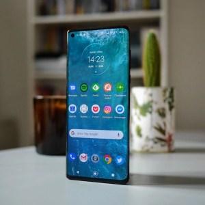 Motorola préparerait un smartphone haut de gamme avec un rafraîchissement de 105Hz