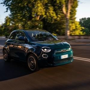 Fiat 500e: même sa version berline reste trop chère pour une citadine électrique