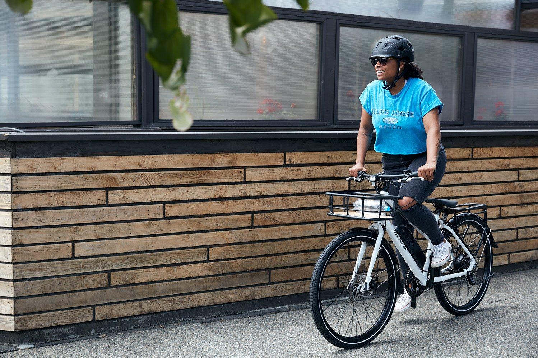 RadMission : ce vélo électrique urbain s'arme d'une assistance à la marche pour camoufler son poids