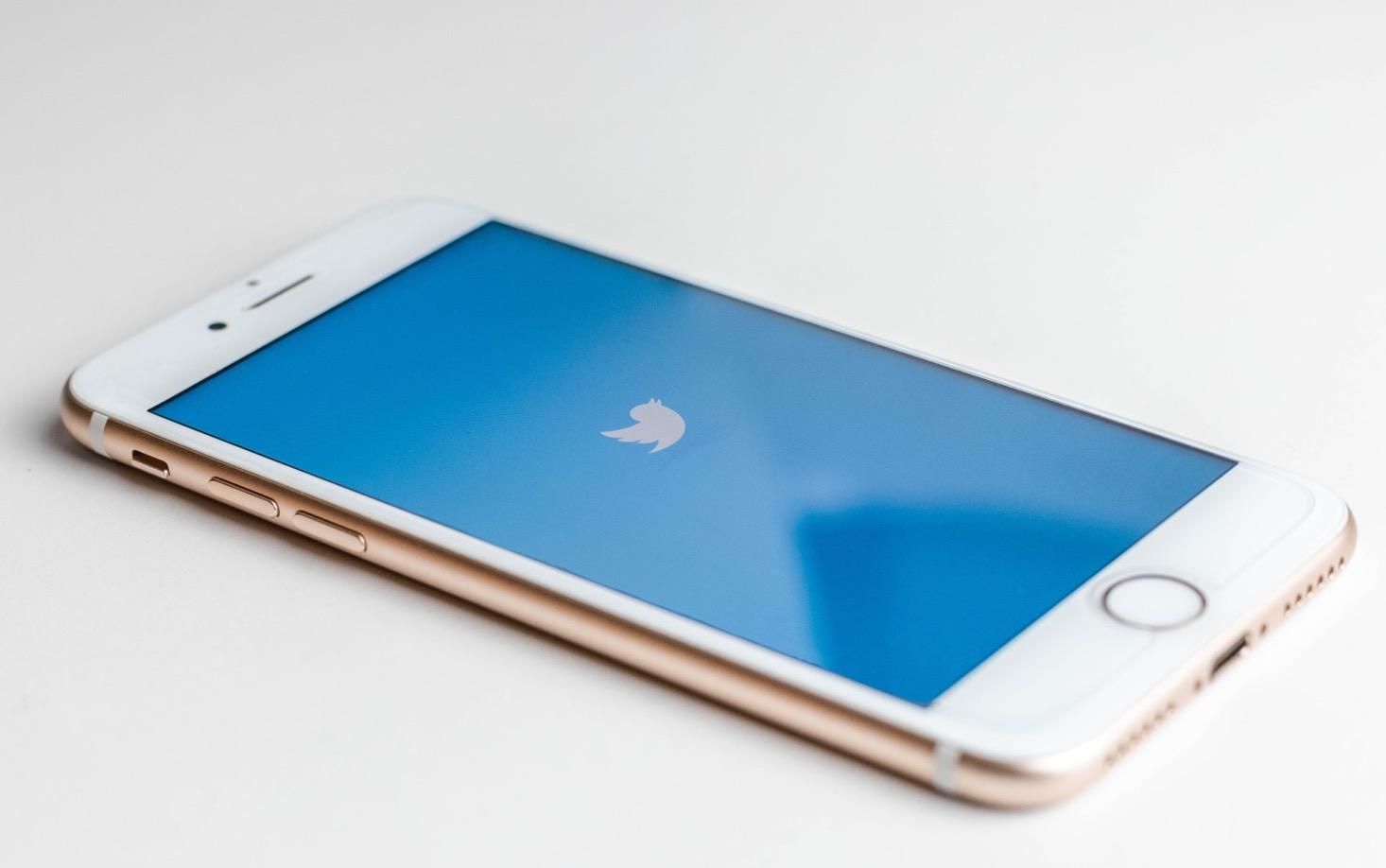 Twitter vérifie maintenant tous les tweets liant le COVID-19 à la 5G, sans exception