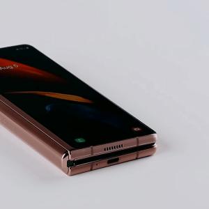 Le Samsung Galaxy Z Fold 2 aurait moins peur de l'eau que son prédécesseur