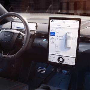 Mustang Mach-E: tout savoir sur SYNC, le système de Ford pour rendre la voiture intelligente