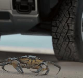 Le pick-up électrique Hummerse déplacera comme un crabe pour se garer facilement