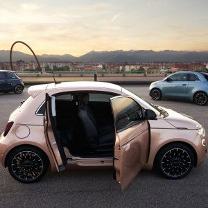 Fiat 500 électrique 3+1 : ce nouveau modèle profite d'une porte antagoniste très pratique