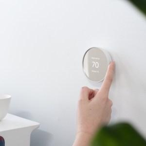 Google Nest: le capteur Soli signe son retour sur un thermostat intelligent et élégant