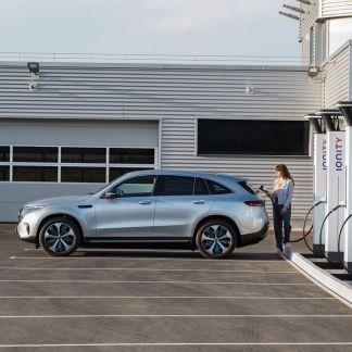 Borne de recharge rapide: sur autoroute, toutes les aires de service en auront d'ici 2023