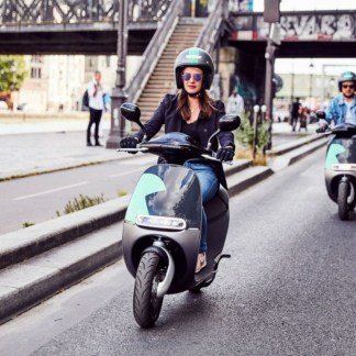 Electric scooters and motorcycles can now be used on bus and taxi lanes