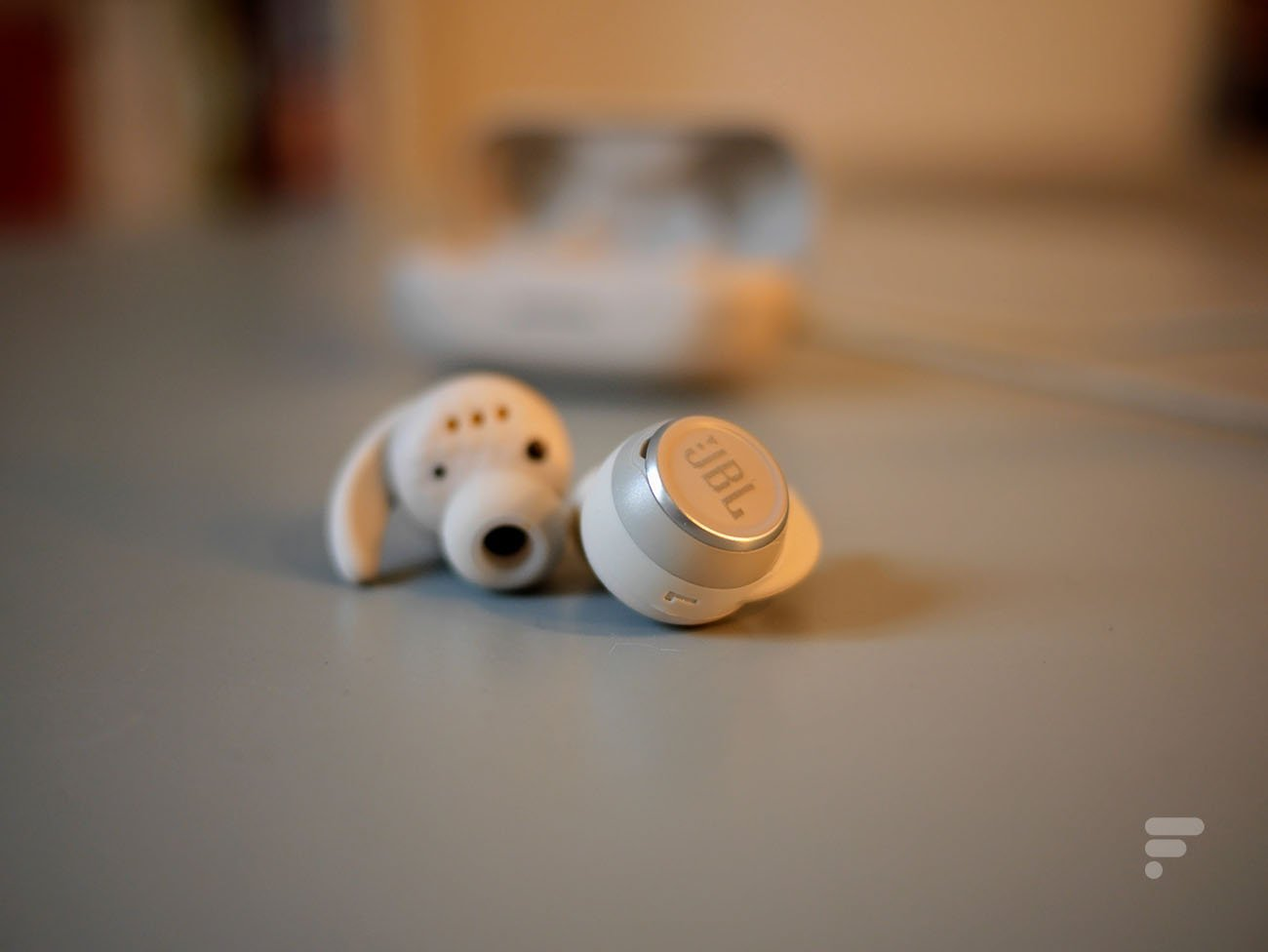 Test des JBL Reflect Mini NC : des écouteurs qui en mettent plein les oreilles