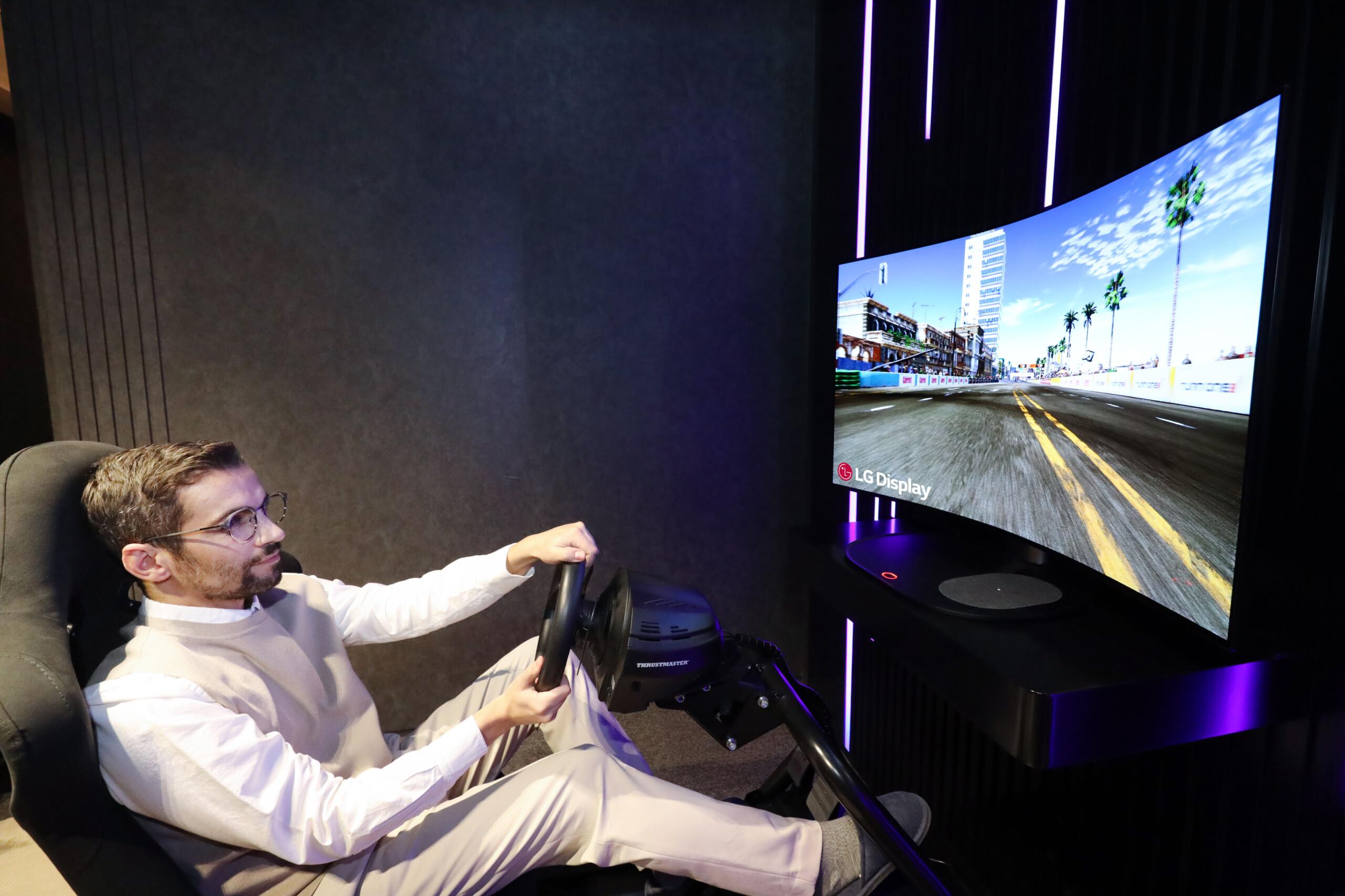 LG dévoile un écran OLED incurvable à l'envi avec du son sans haut-parleur