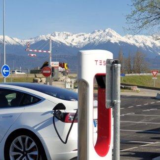 Superchargeurs Tesla: une expansion massive du réseau se trame en coulisses
