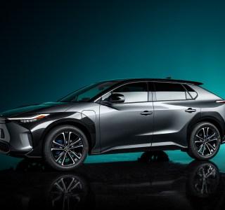 ToyotabZ4X Concept: ce SUV électrique gagnera en autonomie grâce à des panneaux solaires