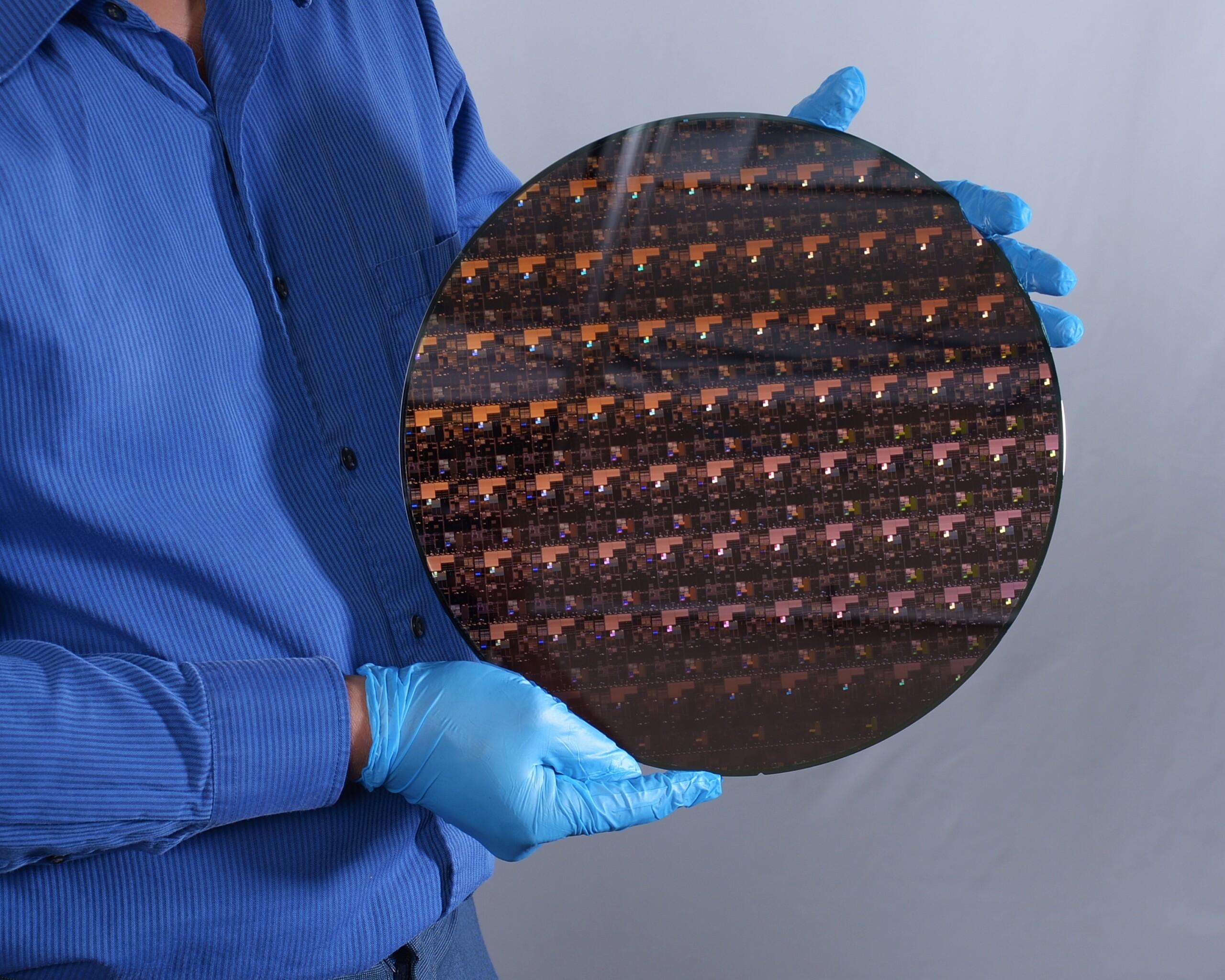 IBM crée la première puce 2nm avec 333millions de transistors par mm²