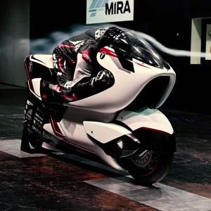 En quête du record de vitesse en moto électrique, l'objectif est fixé à plus de 400 km/h