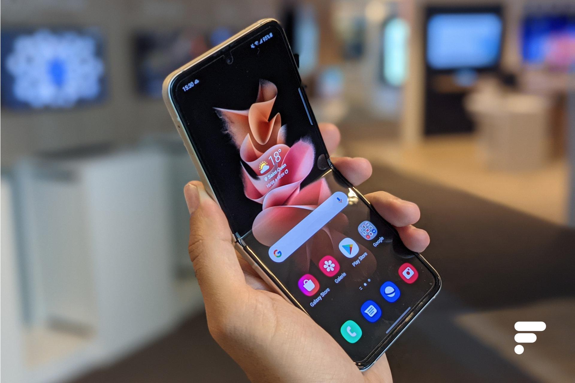 Prise en main du Samsung Galaxy Z Flip3: un clapet qui fait craquer