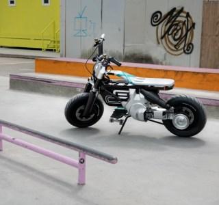 BMW: entre scooter et moto, ce concept électrique urbain veut séduire les jeunes générations