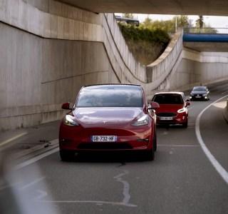 Conduite autonome: Tesla franchit un nouveau cap, tout en prudence