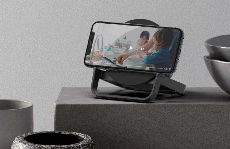 Pour seulement 13€, ce chargeur sans fil fait également office d'enceinte Bluetooth