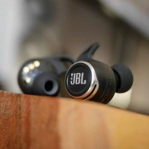 Test des JBL Reflect Flow Pro: des écouteurs endurants, mais un format encombrant