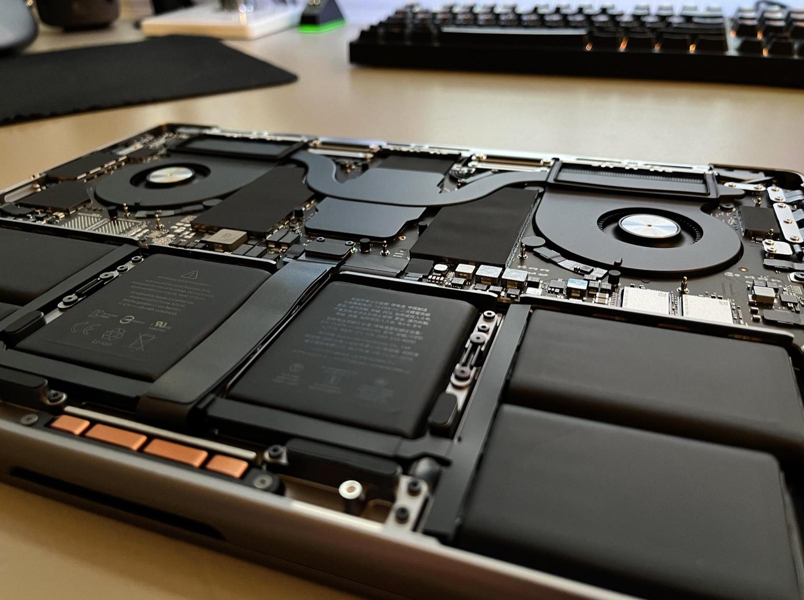 À quoi ressemblent les entrailles des MacBook Pro 2021 ? Voici des images