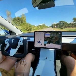 Tesla : on a testé le volant Yoke sur plusieurs milliers de km, voici notre avis