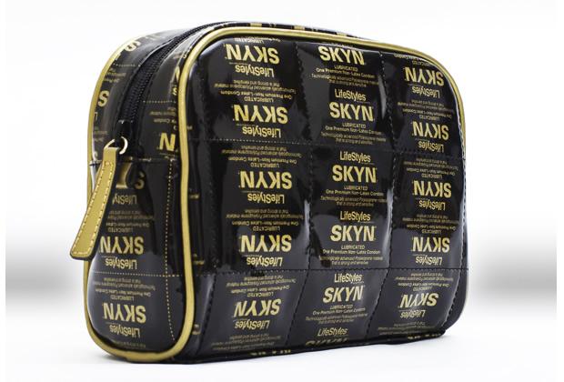 Tendance sac : des préservatifs au bras, ça vous va ?