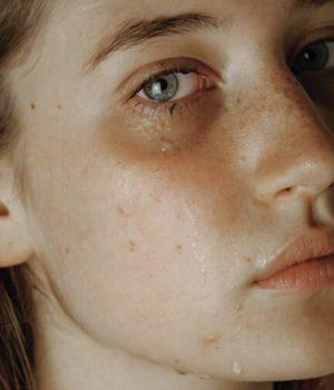 femme-larme-pleure