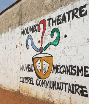 noumec-theatre-ziguinchor-conference-gesticulee