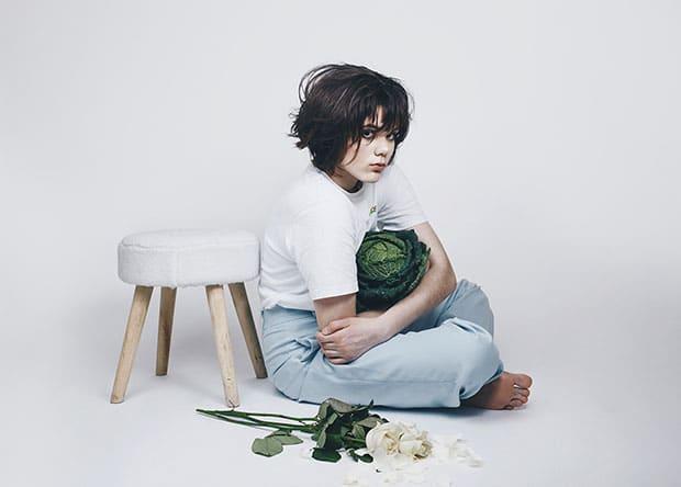 La transition de Noé, 15 ans, vue par l'objectif de sa soeur, la photographe Emma Birski