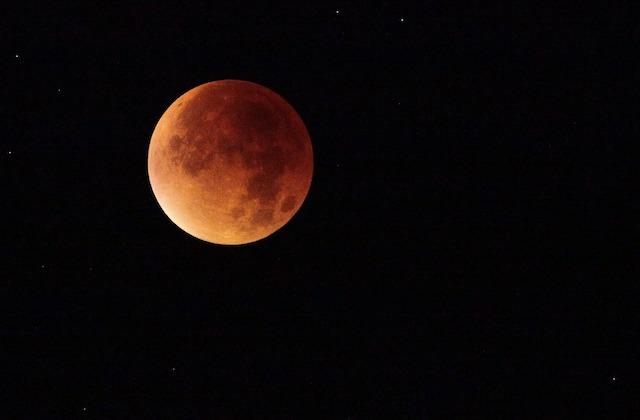 eclipse-lunaire-longue-siecle