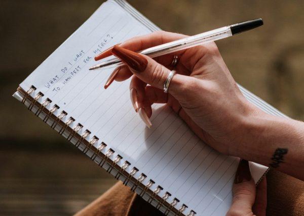 main – femme – lettre – écriture