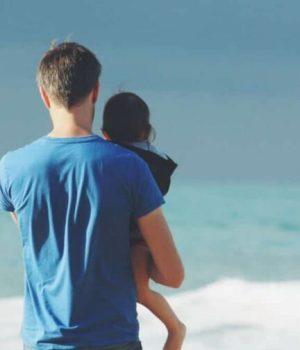 pere-enfant-mer-plage