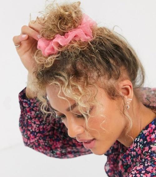 Dis bye bye au « bad hair day » avec ces accessoires et astuces mode