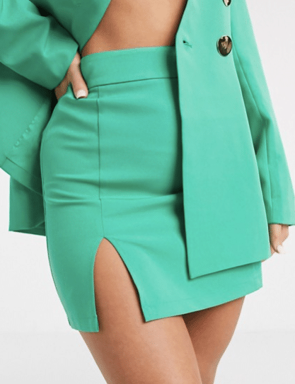 Comment porter la mini jupe de multiples façons (et retour sur son origine) !