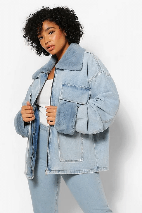 Veste en jean à fausse fourrure grande taille, Boohoo, 31 €.