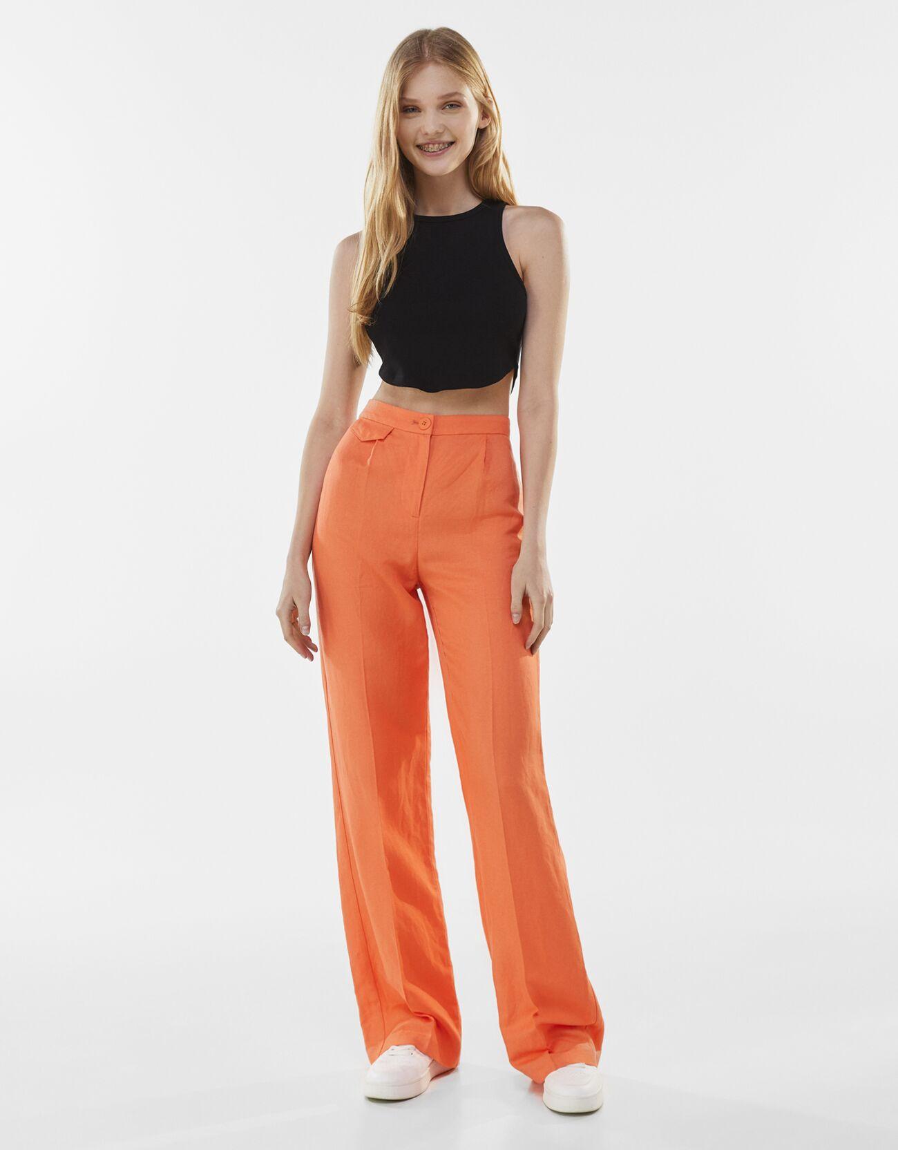 Pantalon à pinces en lin mélangé, Bershka, 25,99€.